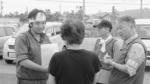東日本大震災で石巻市で被災者の要望を聞く